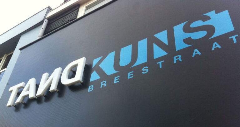 SPOT ON gevelreclame, lichtreclame, carwrapping en belettering